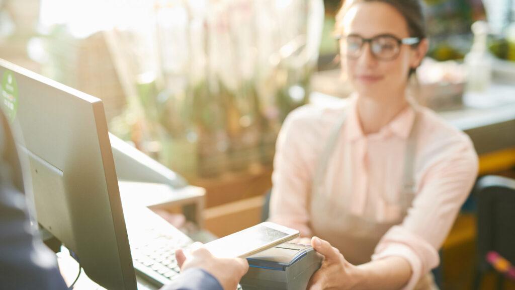 Empreendedora define as melhores condições de pagamento para os clientes