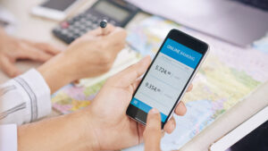 Cliente descobre o que é o débito em conta e como fazer pagamentos dessa forma.